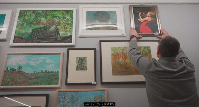 Ausstellung Rostock kreativ Bilder aufhängen